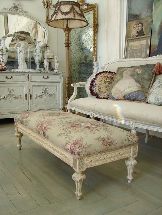 antique-furniture-living-room