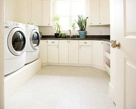 spacious-laundry-room
