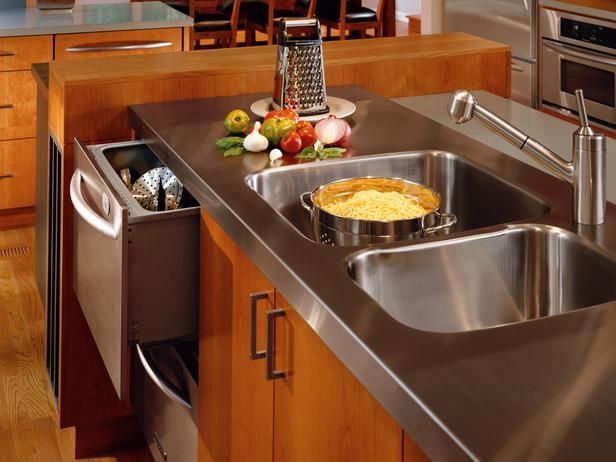 Stainless steel countertop with integrated sink